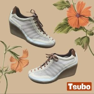 TSUBO Lace Up Wedge Sneakers White/Tan - Like New!